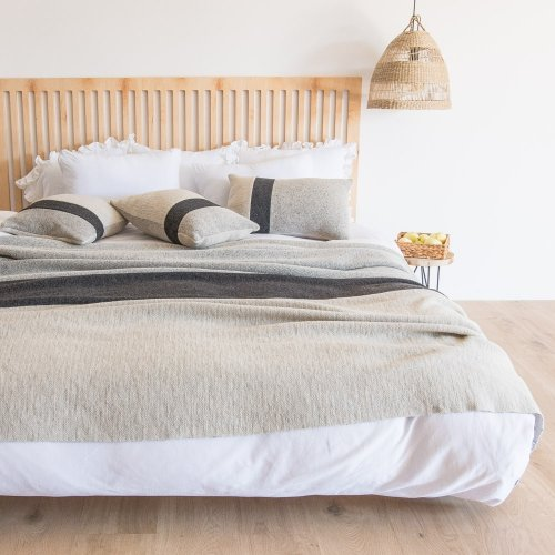 Palermo decorative woollen bed cover