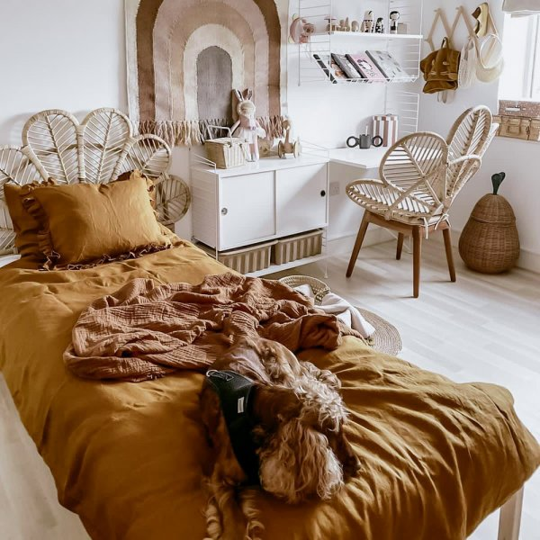 Children's linen bedding in ochre