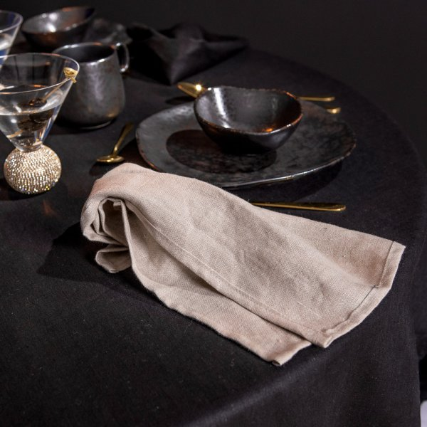 Round linen tablecloth in black