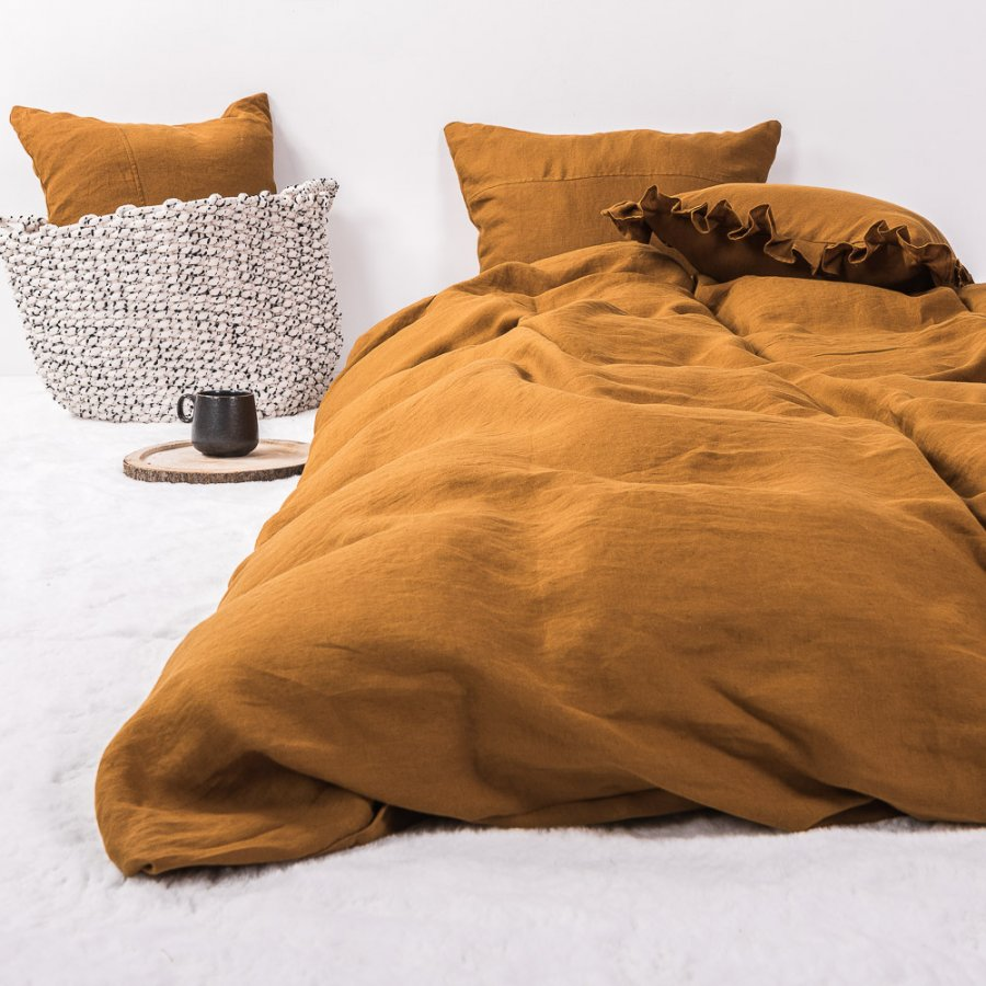 Single linen bedding in ocher color