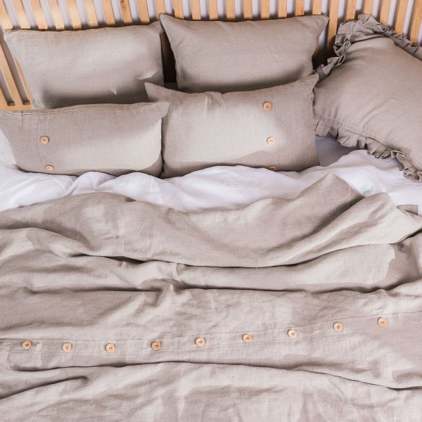 Natural linen bedspread with buttons