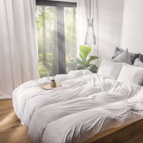 White knitted cotton bedding