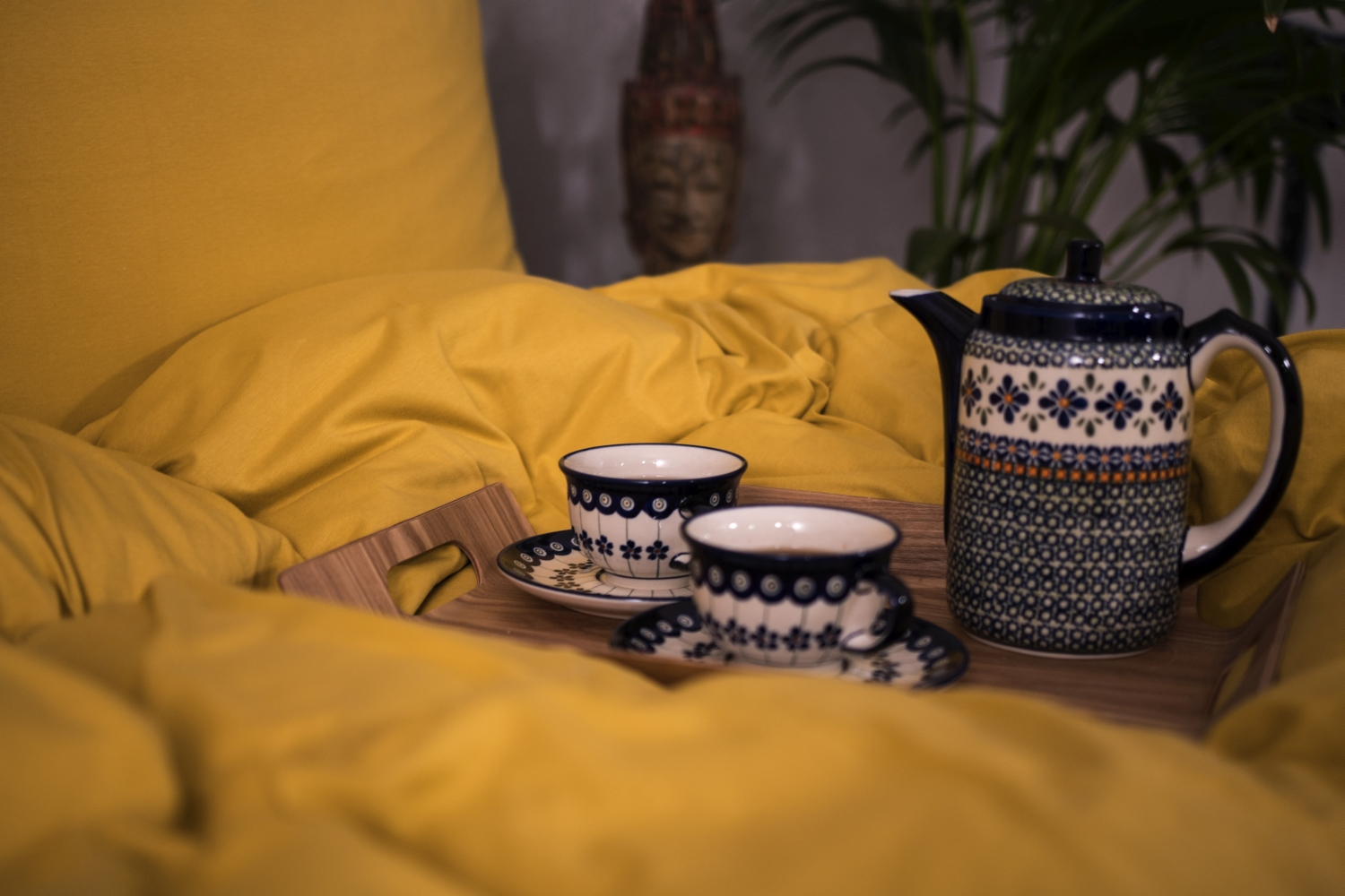 Mustard yellow knitted cotton bedding